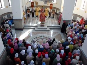 Первый молебен в верхнем приделе храма